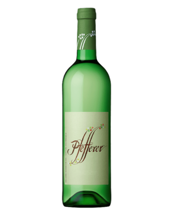 bottle of Pfefferer Moscato Giallo Colterenzio